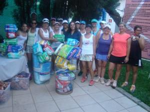 353 fraldas geriátricas: doações das tenistas do Café com Tênis, em 12/04, no encontro do Taubaté Country Clube. Asilo Casa São Francisco de Idosos foi a entidade beneficiada de Taubaté