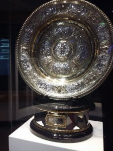thamaragomesetiagodomingos-Wimbledon-cafecomtenis2017-Troféu feminino